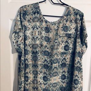Gently worn Maurices Top - Green/White